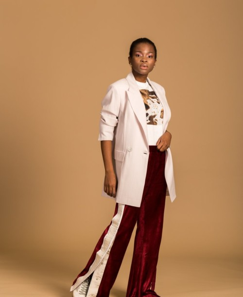 A CASUAL STYLISH LOOK IN WIDE- LEG PANTS AND BLAZER